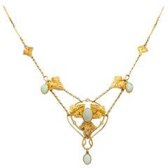 Art Nouveau Murrle Bennet 15K Yellow Gold and Australian Opal Necklace C.1910