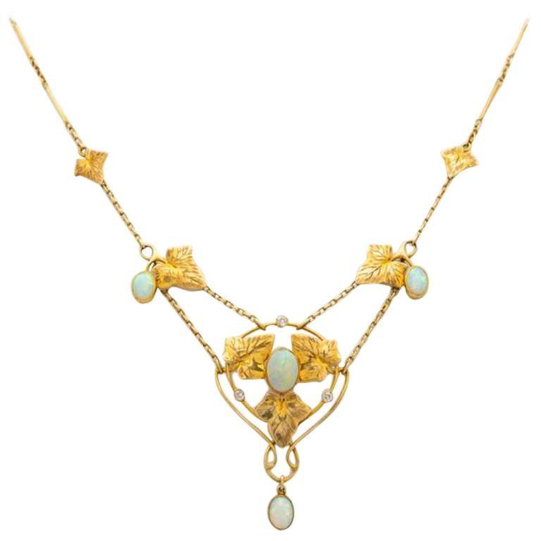 Art Nouveau Murrle Bennet 15K Yellow Gold and Australian Opal Necklace C.1910 For Sale