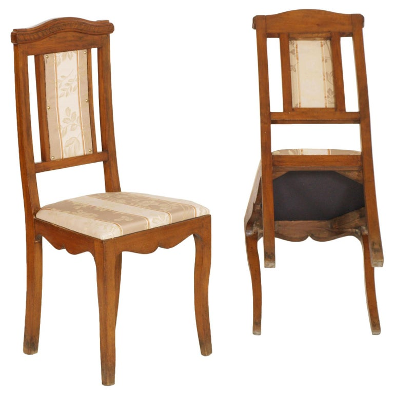 Early 20th Century Art Nouveau Pair of Side Chairs in Walnut, Restored, New Upholstered For Sale