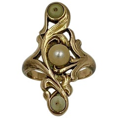 Art Nouveau Pearl Ring Acanthus Leaf Motif Gold, circa 1900