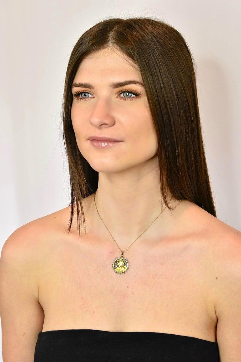 Art Nouveau Plique-à-jour Enamel Diamond Platinum 18 Karat Gold Portrait Pendant For Sale 6