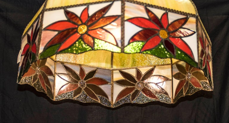 Art Nouveau Polychromed Leaded Glass French Lamp For Sale 1