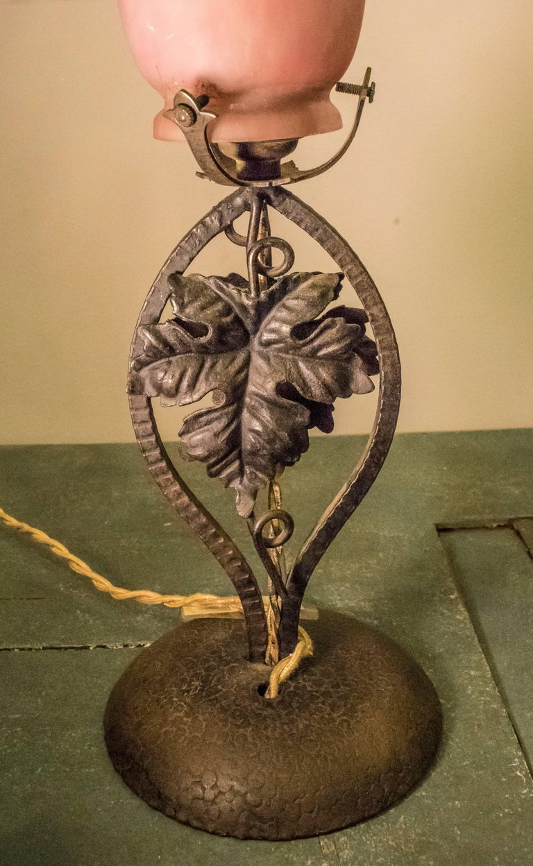 Early 20th Century Luneville Freres Art Nouveau Rose and Mauve Signed Glass Lamp For Sale