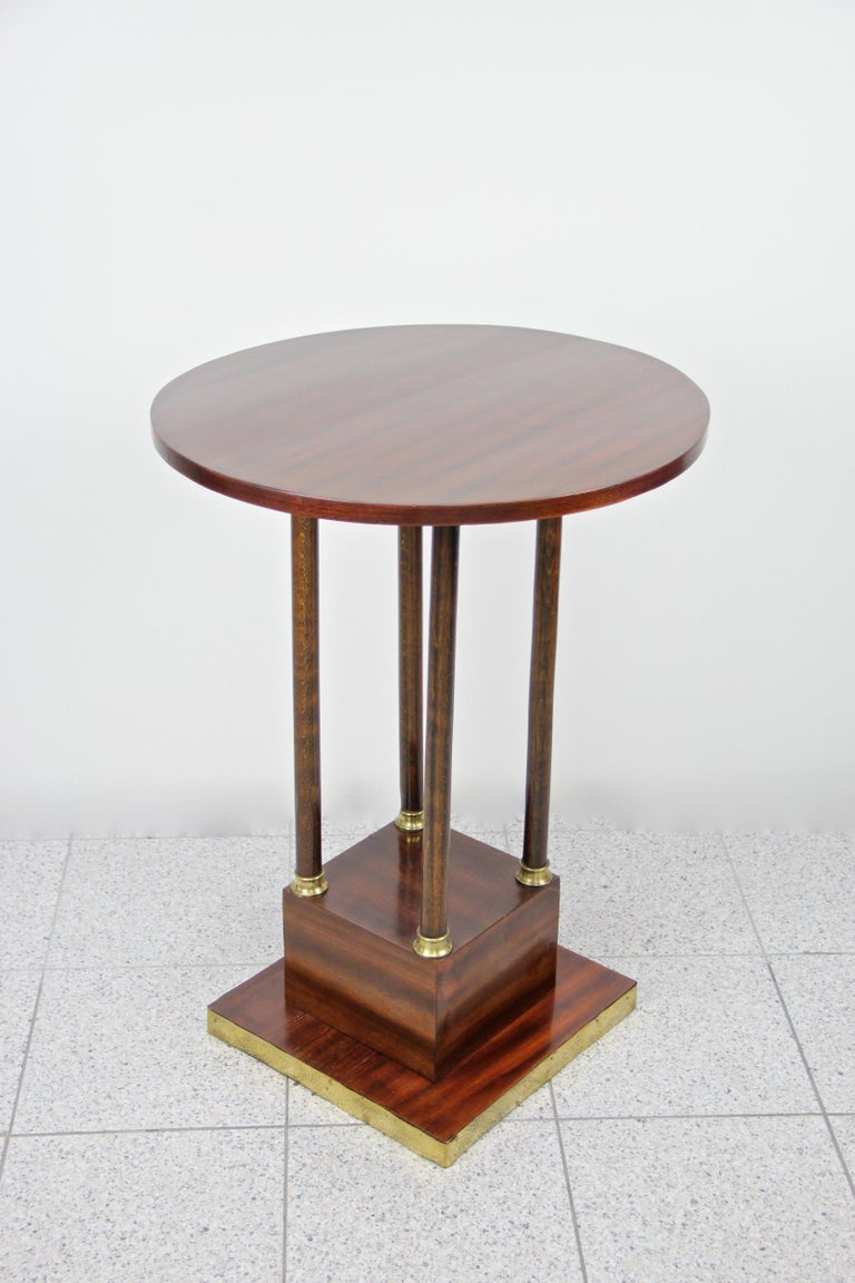 Art Nouveau Round Mahogany Coffee Table Early 20th Century, Austria, circa 1910 For Sale 4