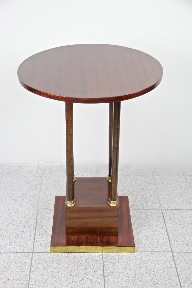 Exceptional round Art Nouveau mahogany coffee table from the early 20th century in Austria. Artfully handcrafted around 1910 in Vienna, this round coffee or side table impresses with an absolute outstanding design: finest mahogany veneer was used in