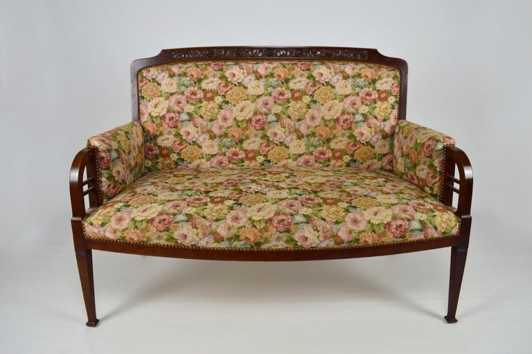 Wonderful salon set of 7 pieces in solid carved mahogany on a floral theme (roses): -1 sofa -2 armchairs -4 chairs  Good general second-hand condition, requires a change of tissues and some small restorations of use.  Measures: Sofa height 94