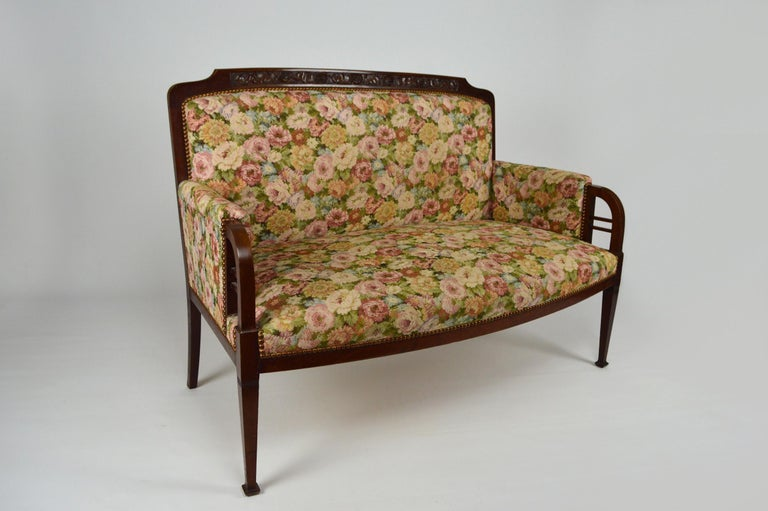Art Nouveau Salon Set in Carved Mahogany on a Floral Theme, circa 1900 In Fair Condition For Sale In L'Etang, FR