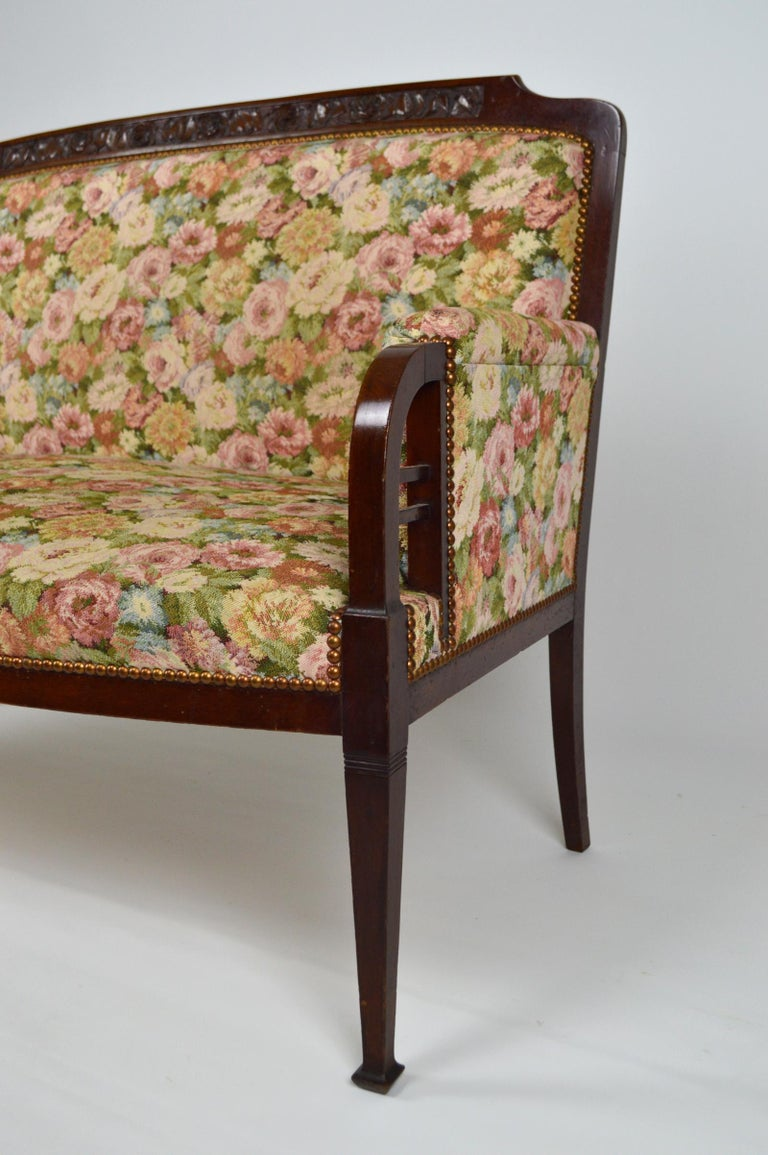 Art Nouveau Salon Set in Carved Mahogany on a Floral Theme, circa 1900 For Sale 3