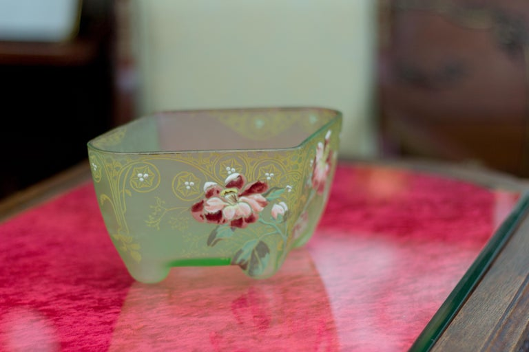 Art Nouveau Square Glass Bowl with Flowers and Ornaments For Sale 6
