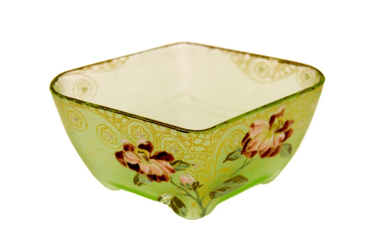 French Art Nouveau frosted green glass bowl or jardinière with an enameled hand painted floral decoration and gold highlight pattern, circa 1920. In a good condition, slight loss to gold pattern on top. Dimensions: height 11 cm / 4.3 in; width 18
