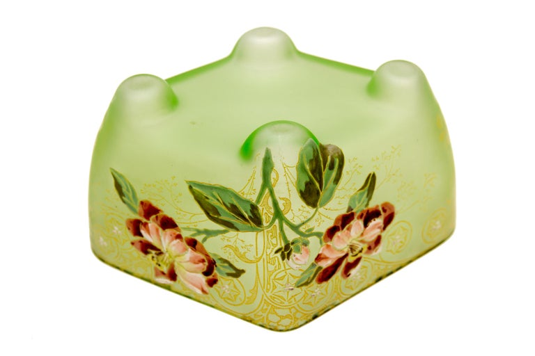 Art Nouveau Square Glass Bowl with Flowers and Ornaments In Good Condition For Sale In Barntrup, DE