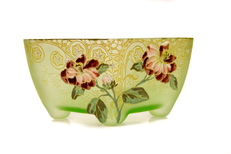 Early 20th Century Art Nouveau Square Glass Bowl with Flowers and Ornaments For Sale