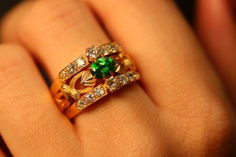 This absolutely mesmerising ring captures the Art Nouveau style wonderfully, the beautiful flowing scroll motif in rich 18 karat gold against the vivid green colour of the demantoid garnet which measures at 0.81ct (6.1mm x 4.5mm x 2.8mm).  Bordering