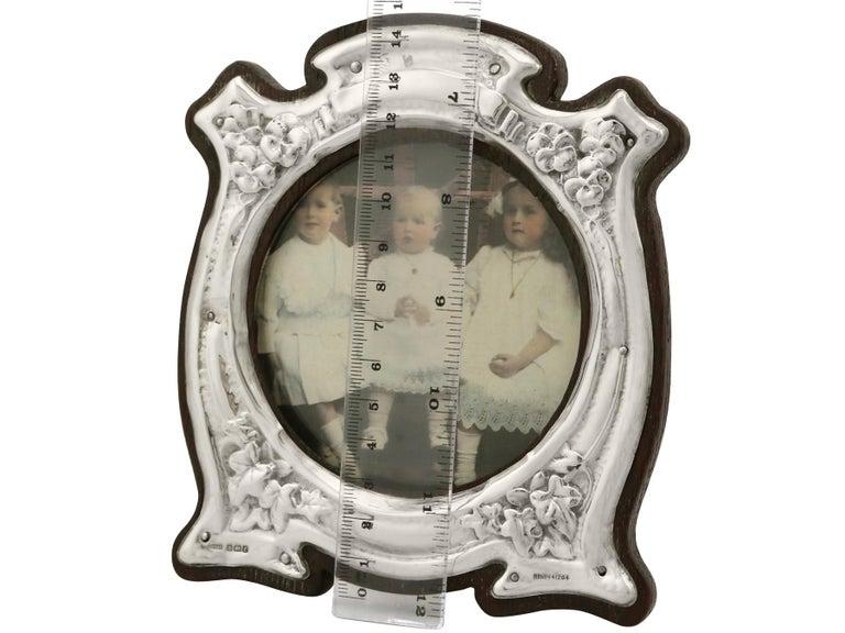 Art Nouveau Style Edwardian Sterling Silver Photograph Frame For Sale 4