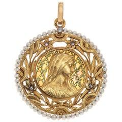 Art Nouveau Virgin Mary Pendant Plique À Jour Enamel 18 Karat Gold Pearls France