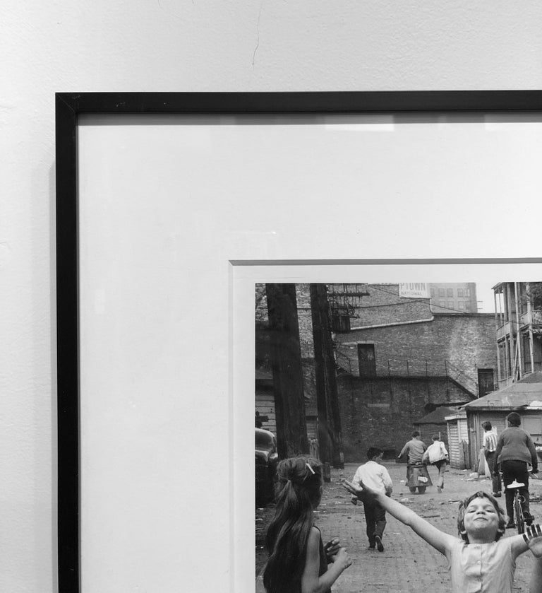 Back Alley Joy, Black and White Street Photography, Chicago, 1958 by Art Shay For Sale 2