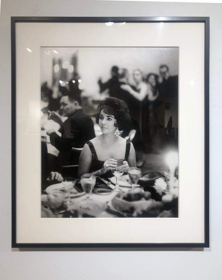 Liz Taylor at the Pump Room, Chicago 1960 - Black and White Photograph, Art Shay For Sale 1