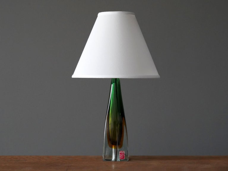 A midcentury table lamp in highly artistic blown and colored venetian glass. By Arte Nuova, Murano. With manufacturers label
