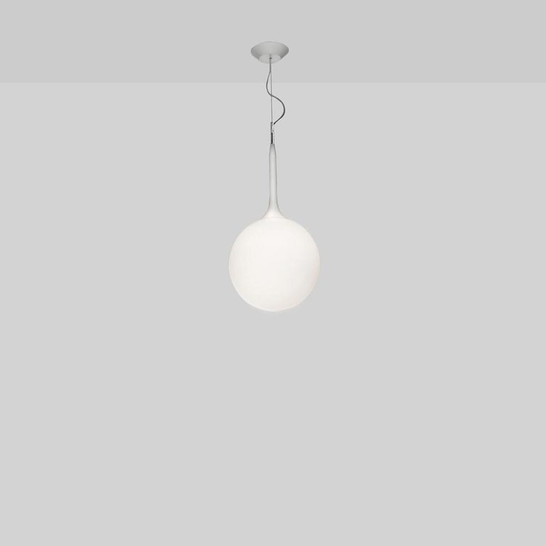 A spherical-shaped diffuser hand-blown in opaque white glass is enhanced by a removable tapering stem which emits a soft glow. The stem is made of steel with tubing covered in polycarbonate sleeve. Available in table, floor and suspension with 2