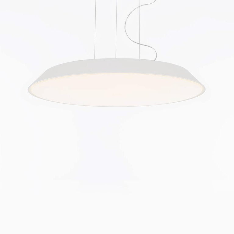 In Febe, everything is reduced to a minimum and built around the optical engine that, with maximum yield in minimum thickness, ensures excellent performance to illuminate an entire room. Febe has an elementary shape, yet a rich performance, it