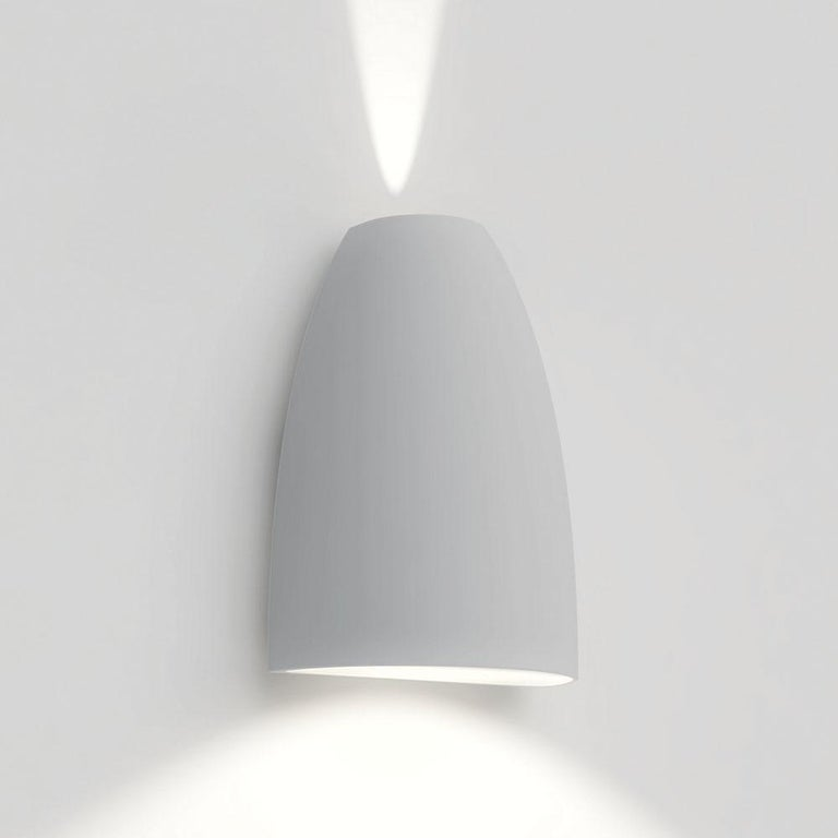 Mounted upwards or downwards, with a complementing play of light diffused on the wall, Molla features direct and indirect emission from high-performance LEDs. Depending on the desired light effect, Molla can be used in modular configurations to