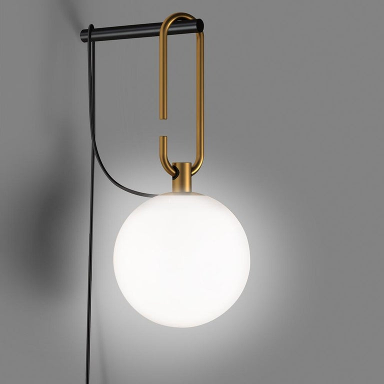 NH is a simple, versatile, practical appliance that can be laid or suspended. A white blown glass sphere slides along a brushed brass ring, which allows it to take different positions and to freely adjust and direct the diffuser. The frame becomes a