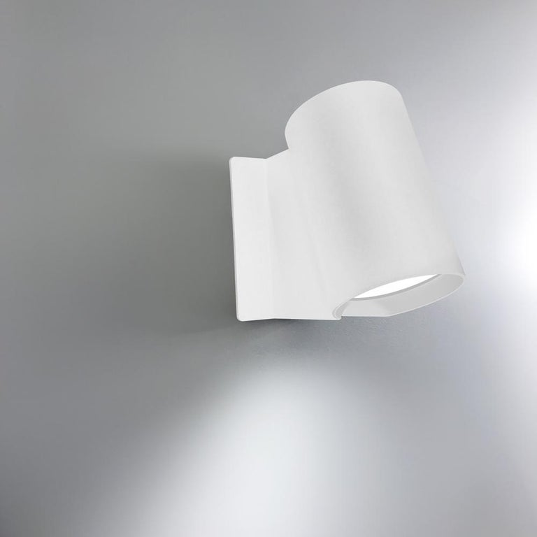 Oblique's design is an expression of a sprouting plant. The oblique light head pushes up and stretches the vertical stem, just like a bean sprout. The 2 dimensions of the design render the piece nearly invisible from some angles, while providing