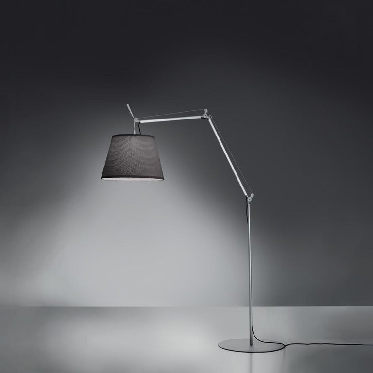 """The Tolomeo family is expanded to include a new outdoor product. The light source is enclosed in a diffusing CAP fitted inside a transparent IP65 plastic unit that recalls old lampposts, in use when light was produced from oil. The structural"