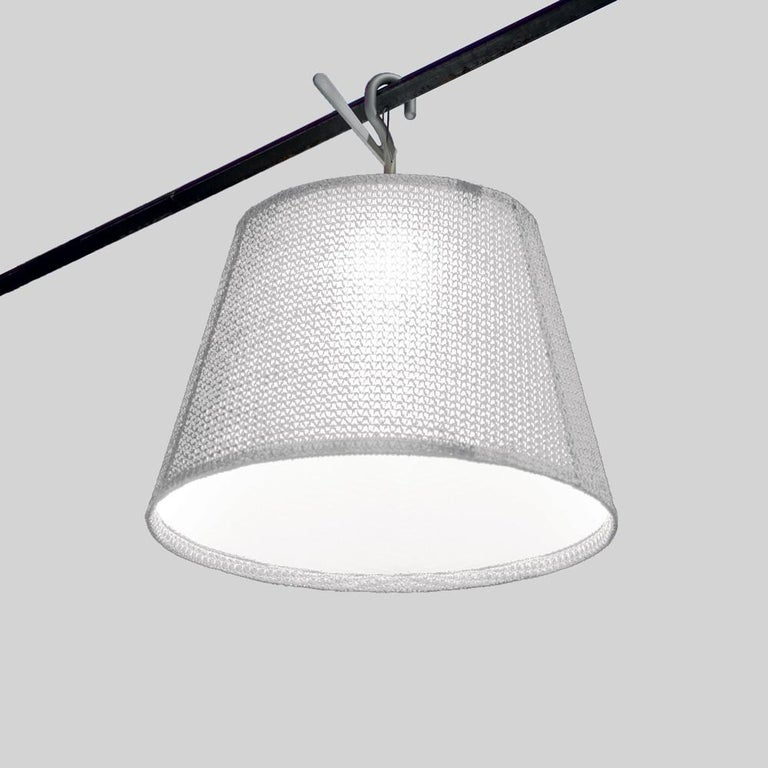 The Tolomeo family is expanded to include a new outdoor product. The light source is enclosed in a diffusing cap fitted inside a transparent IP65 plastic unit that recalls old lampposts, in use when light was produced from oil. The structural