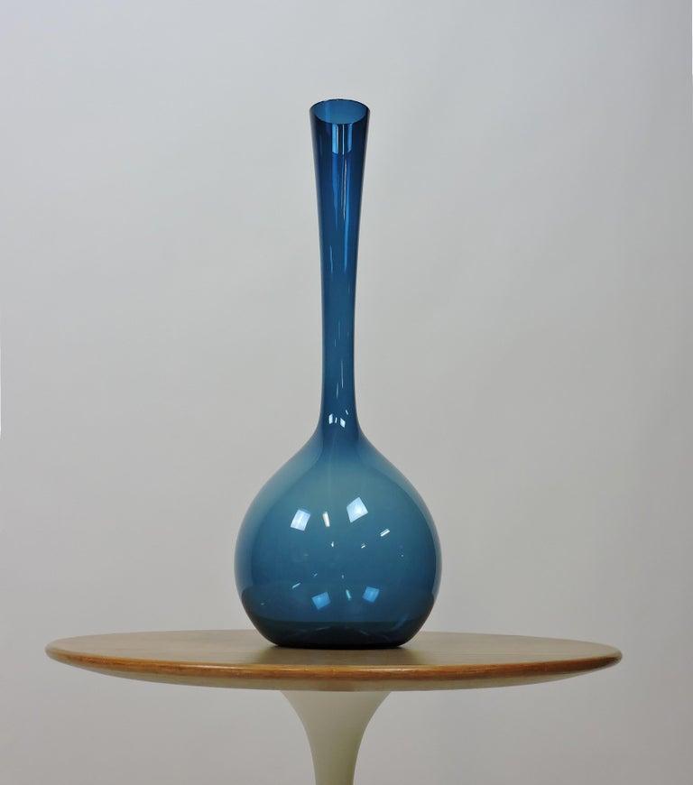 Arthur Percy Midcentury Swedish Modern Art Glass Vase for Gullaskruf For Sale 2