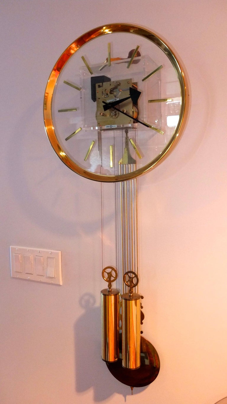 Arthur Umanoff for Howard Miller Brass and Lucite Wall Clock In Good Condition For Sale In Hingham, MA
