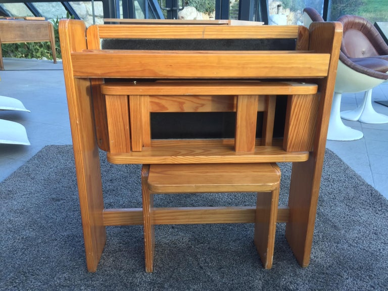 French Articulated Children's Desk with its Integrated Pine Seat, 1970 For Sale