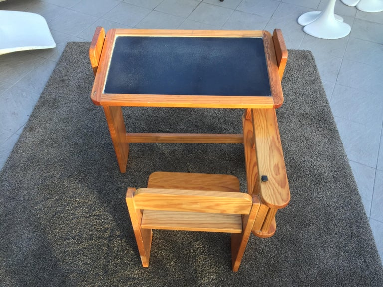 Mid-Century Modern Articulated Children's Desk with its Integrated Pine Seat, 1970 For Sale