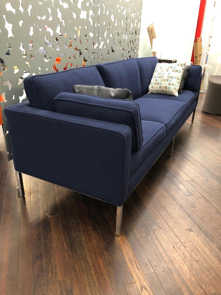 Artifort Blue 905 Comfort Sofa In New Condition For Sale In New York, NY