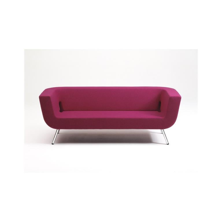 This modern interpretation of the Classic box sofa is extremely comfortable. Unmistakably an Artifort design, this sofa has a soul that transcends geometry and functionalism. Its characteristic indentation over the entire length gives the sofa an