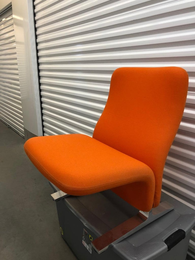 Iconic Artifort Concorde is a lounge chair without armrests. It was originally designed by Pierre Paulin for the airport waiting space of the French plane 'Concorde'. The chairs were named after this plane.