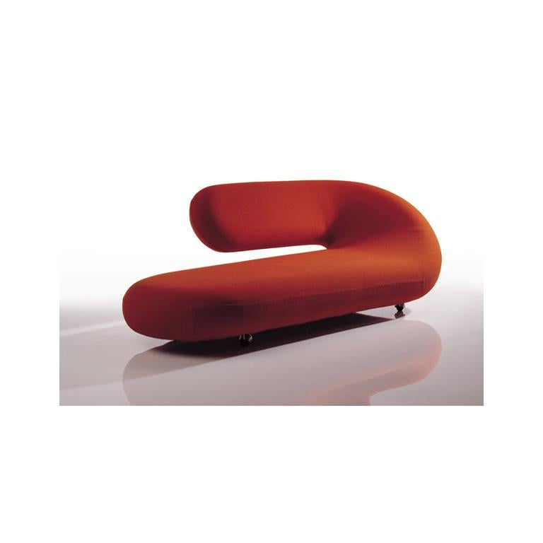 Countless designers have been inspired by the idea behind the chaise longue. Here is the interpretation of Geoffrey Harcourt from 1970. A perfect seat on which to stretch out and unwind. A monument in the modern interior. Also known as