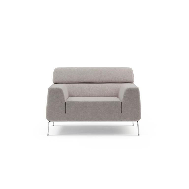 Restrained lines reflecting a pure, sober simplicity. A model of timeless elegance. A Classic example of a product that is easy to use and durable, without making concessions to the visual line. Comfortable to sit or lie on and also a pleasure to
