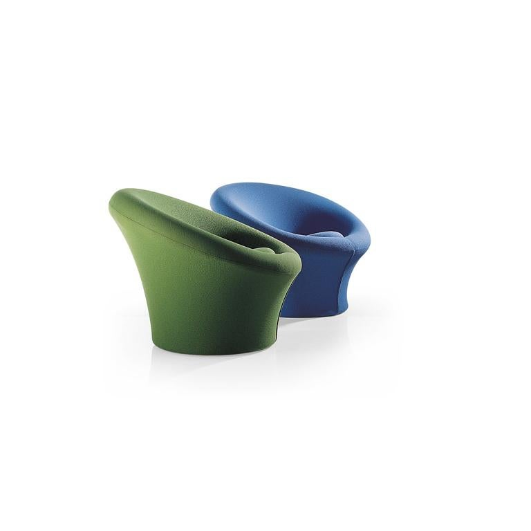 The mushroom armchair is one of the world's most famous designs. Designer Pierre Paulin distinguished himself with this armchair in the original shape, bright colours and revolutionary manufacturing technique for the time. The idea for the mushroom