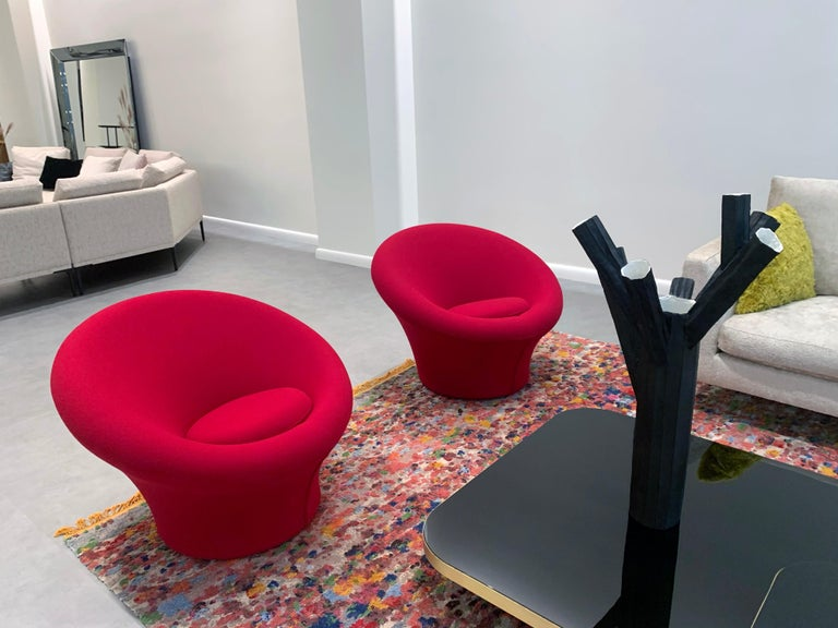 Mushroom chair In Tonus 4 Color609 - color of the fabric in the second image + Felt Gliders The Mushroom armchair is one of the world's most famous designs. Designer Pierre Paulin distinguished himself with this armchair in the original shape,