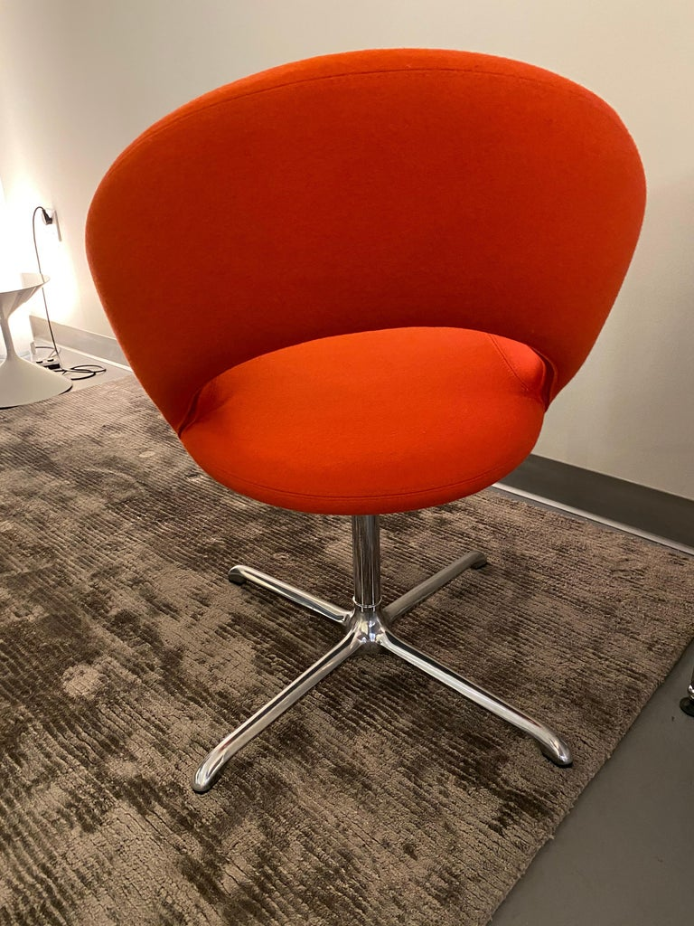 Artifort Nina Set of Two Swivel Chairs Designed by René Holten In Excellent Condition For Sale In New York, NY