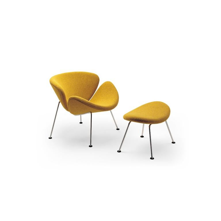 The Orange Slice armchair by designer Pierre Paulin is one of the most popular design armchairs in the world. The iconic armchair makes every room more open, spacious and cheerful. The most striking characteristic of the Orange Slice are the two