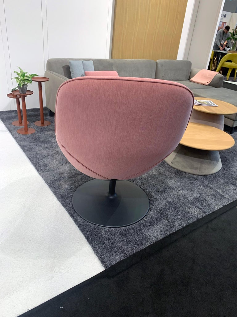 Modern Artifort Pala Giro Pink Swivel Lounge Chair For Sale