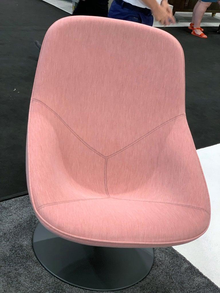 European Artifort Pala Giro Pink Swivel Lounge Chair For Sale