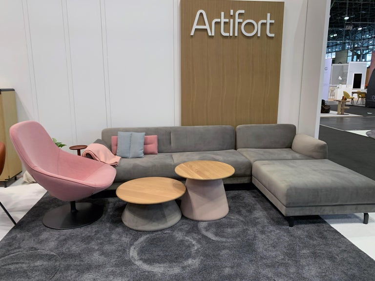 Contemporary Artifort Pala Giro Pink Swivel Lounge Chair For Sale