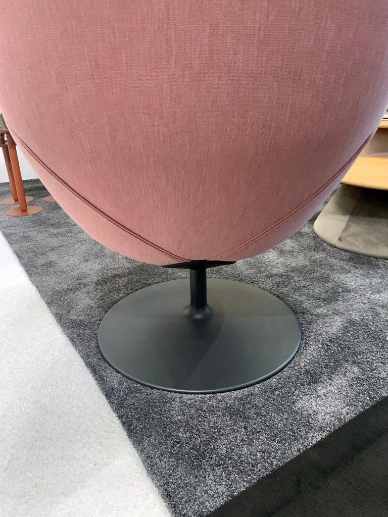 Artifort Pala Giro Pink Swivel Lounge Chair For Sale 1