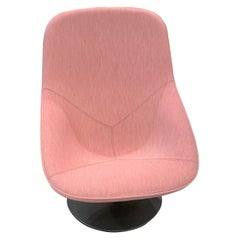 Artifort Pala Giro Pink Swivel Lounge Chair