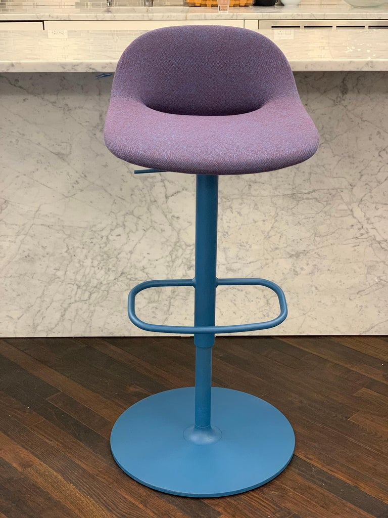 Artifort Set of Three Beso Adjustable Swivel Stools by Khodi Feiz In Excellent Condition For Sale In New York, NY