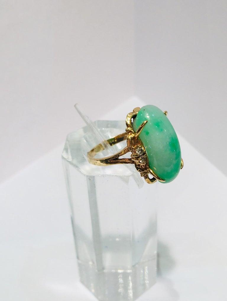 Artisan Custom 18 Karat Yellow Gold Variegated Apple Green Jade and Diamond Ring For Sale 7