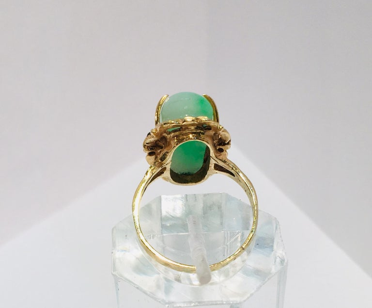 Artisan Custom 18 Karat Yellow Gold Variegated Apple Green Jade and Diamond Ring For Sale 9